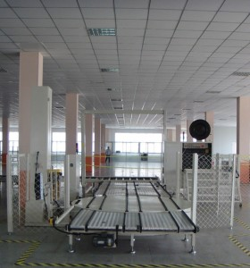 Pallet wrapping machine, pallet packaging line